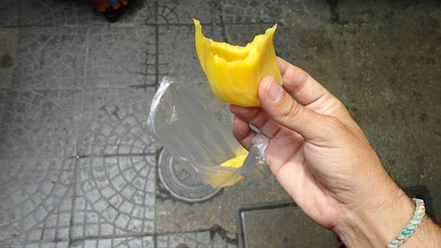 La fruta en cuestión, como granos de maíz de un tamaño descomunal.