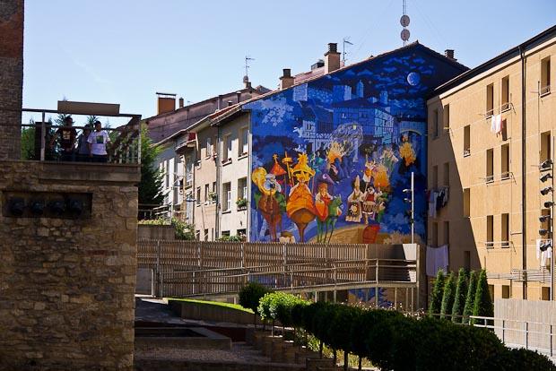 Uno de los murales en las fachadas del casco antiguo.