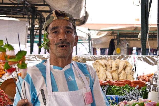 Vendedor en la plaza Jmaa Le Fnaa.