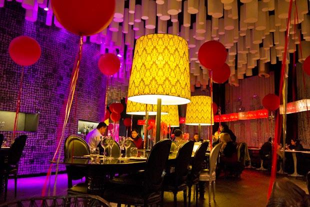 Salón circular del restaurante B-Lounge.