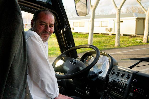 Manuel el chófer del autobús.