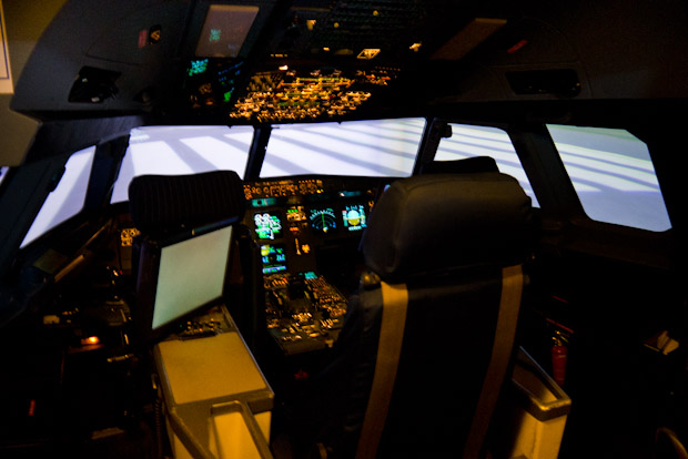 Cabina del simulador de vuelo del Airbus A-320