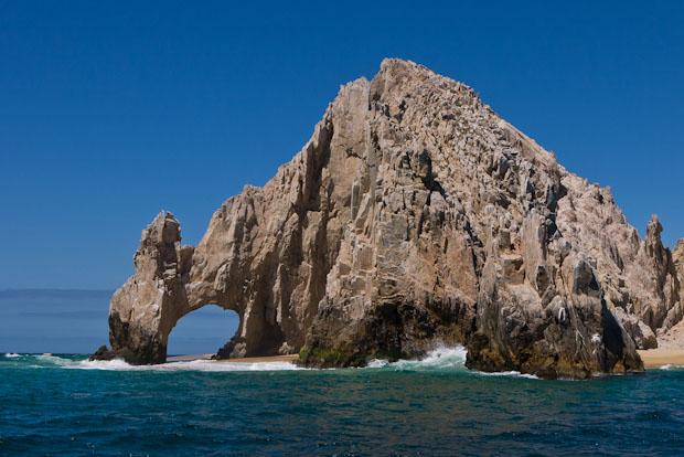 El Arco o el dragón bebiendo del ocáno Atlántico y del Mar de Cortez símbolo de Cabo San Lucas..