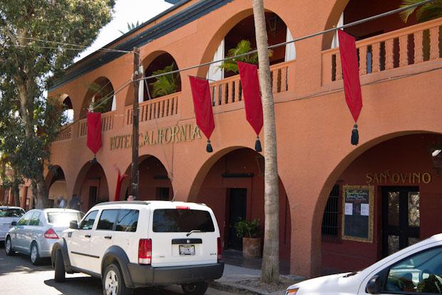 Entrada principal del Hotel California