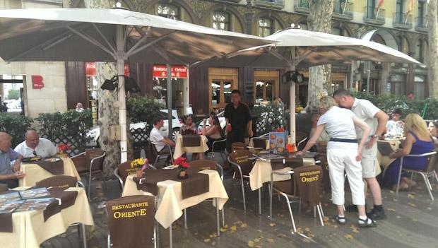 Terraza del Restaurante Oriente en Las Ramblas de Barcelona.