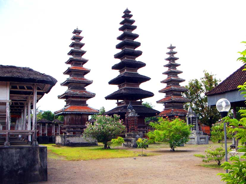 Templo de Pure Meru (foto: lombok-travel-com)