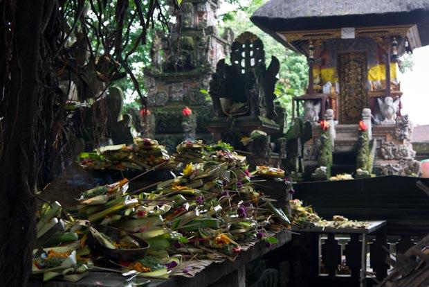 Ofrendas en un templo cercano. Las hay por todas partes.