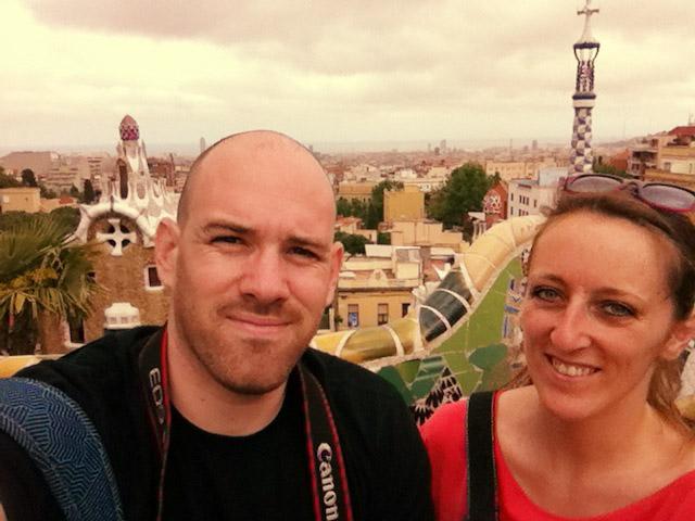 Pierre y Emilie en el parque Güell de Barcelona.
