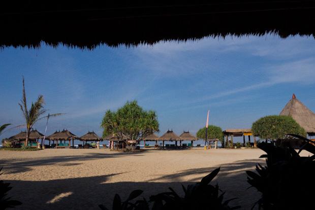 Desayunando con vistas a la playa.