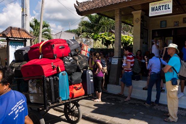 Las maletas es lo primero que te recogen, aunque el barco salga en unas horas.