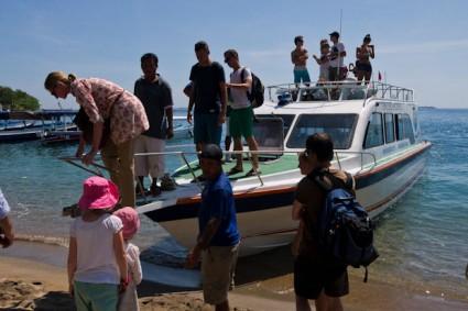 Desembarcando en Lombok.