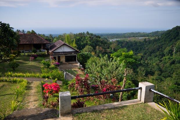 Vistas desde el hotel con el Gunung Rinjani a mis espaldas y el mar al fondo.
