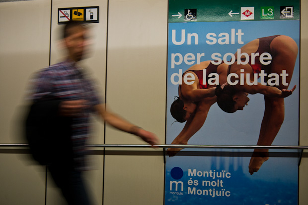 Cartel promocional de la montaña de Montjuïc junto al funicular.