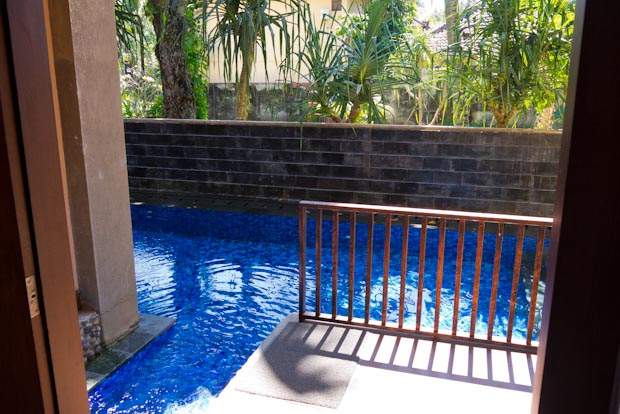 Terraza con salida a la piscina.