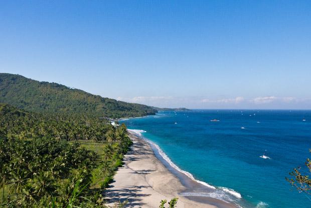 Playas y cocoteros, llegando a Senggigi.