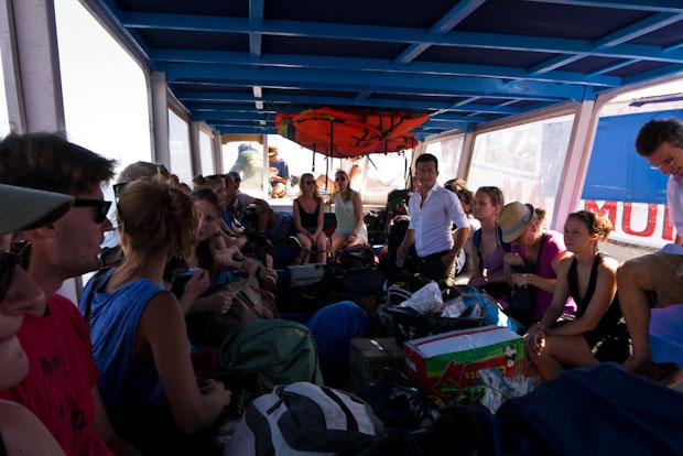 En el barco de camino a Gili Trawangan, un poco como sardinas en lata.