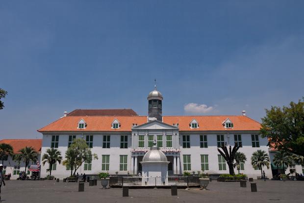 El antiguo ayuntamiento. Estilo colonial muy característico.