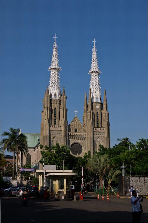 La Catedral, frente a la gran mezquita.