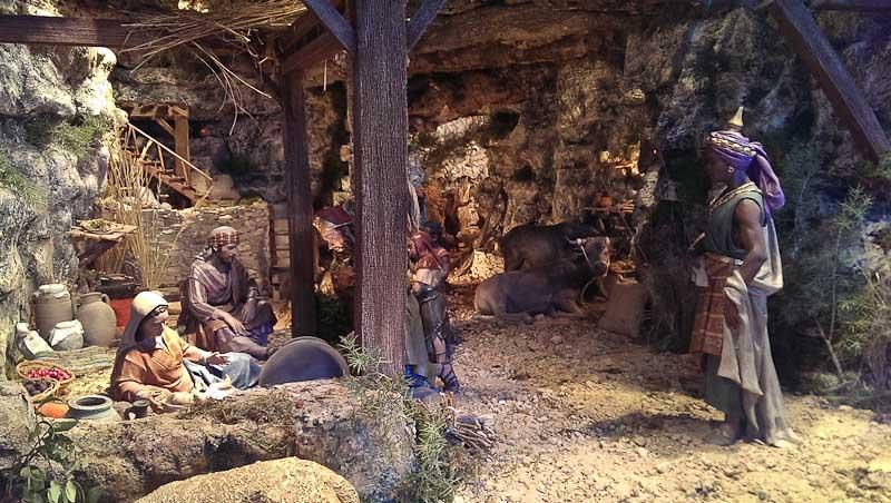 Adoración de los Reyes Magos en el belén de la Plaza de la glorieta (Elche).