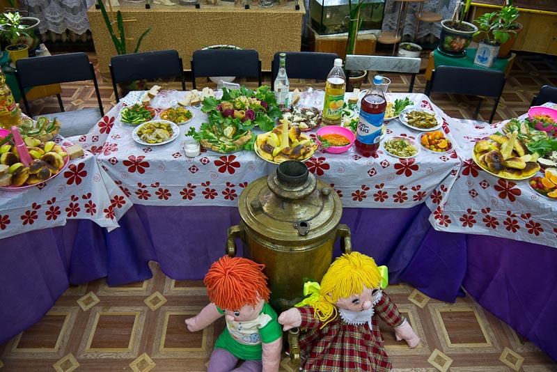 La mesa con el banquete preparado. Una gran sorpresa.