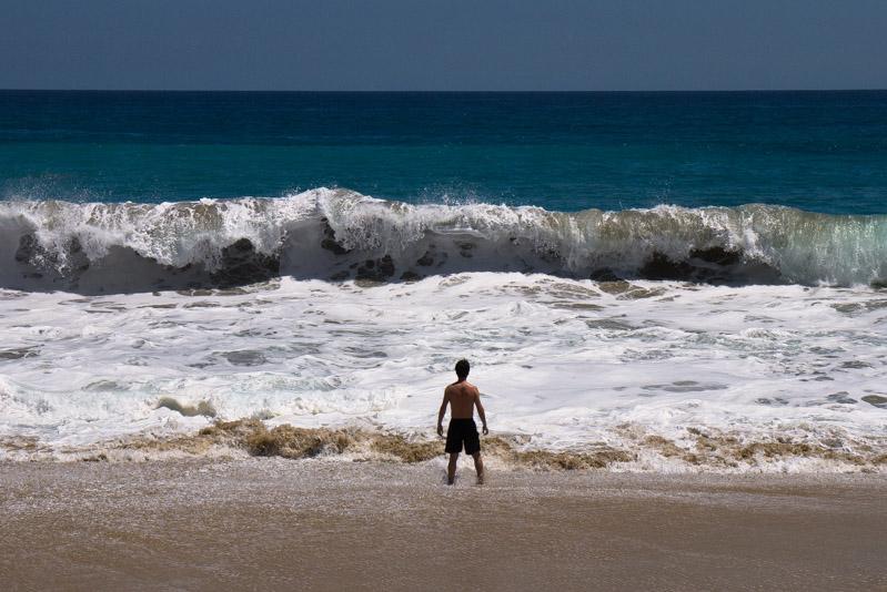 Quique, esperando la ola que se le venía encima.