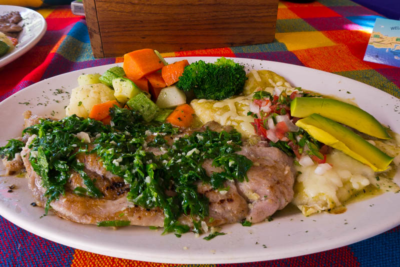 Pescado con hortalizas y cilantro con mantequilla.