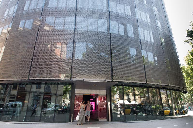 Entrada del Hotel Barceló Raval, en la Rambla del Raval de Barcelona.