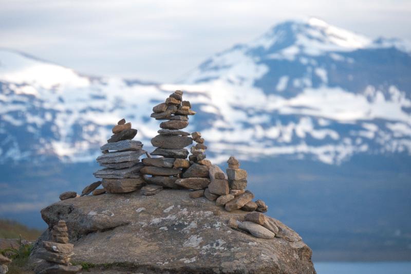 Quienes suben caminando allí dejan una piedra por los caminos en señal de que allí estuvieron.