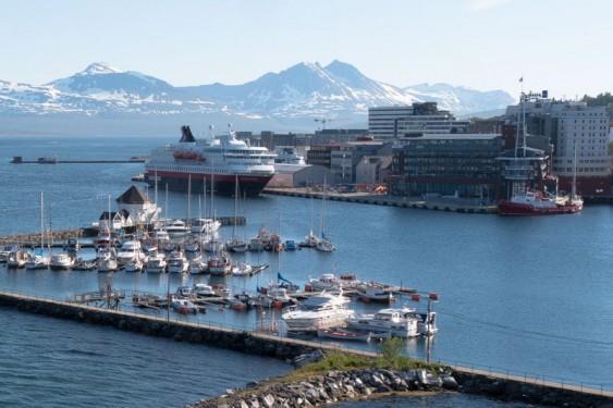 Vista del puerto de Tromsø.