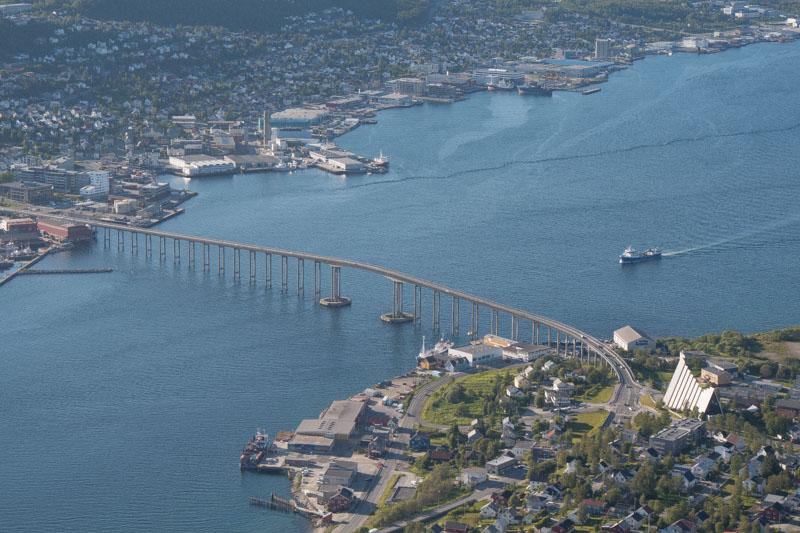 El puente que une la isla de Tromsøya con la parte continental de Noruega.