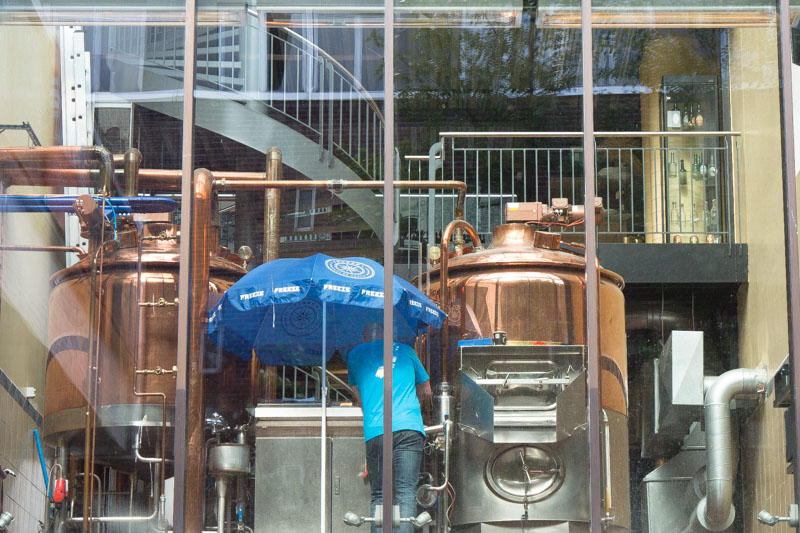 Inerior de la fábrica de cerveza Mack.