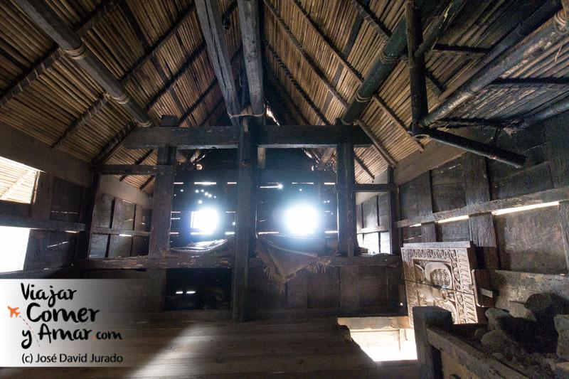 Estancia principal de una casa Toraja del siglo X.