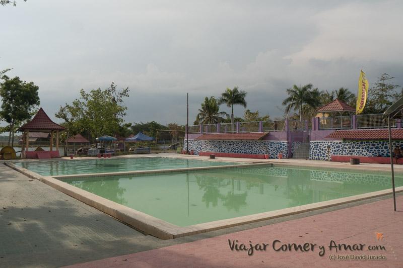 Dos de las piscinas termales del recinto. Hay otras en el otro extremo pero están destartaladas y sucias.