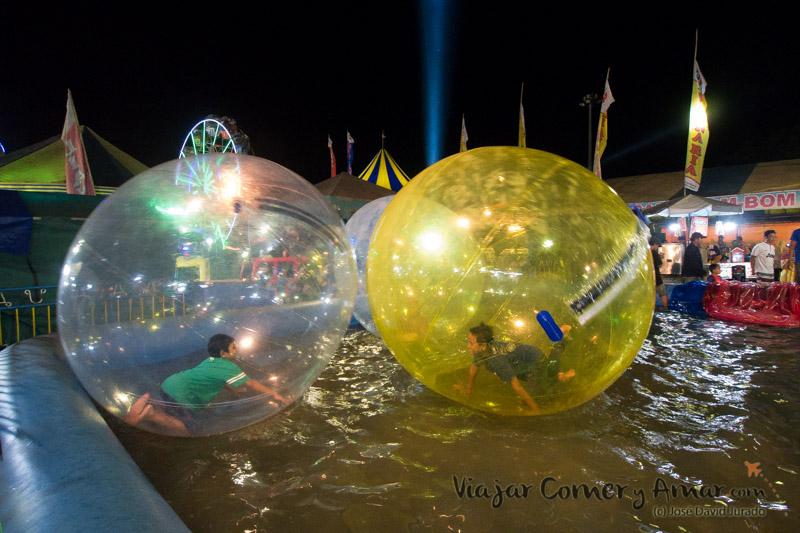 Las esferas en la piscina, unas risas ver a los niños allí metidos.