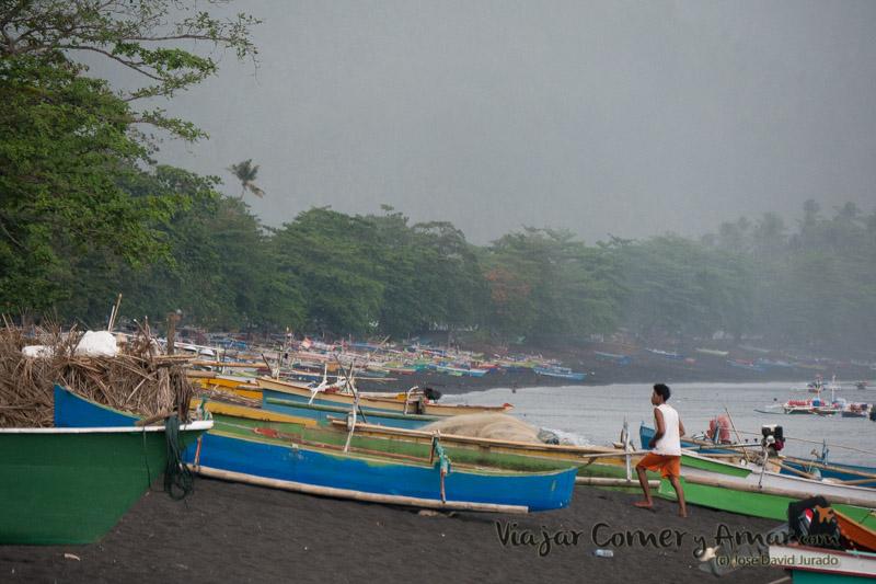 Barcas de pesca de Batuputih.
