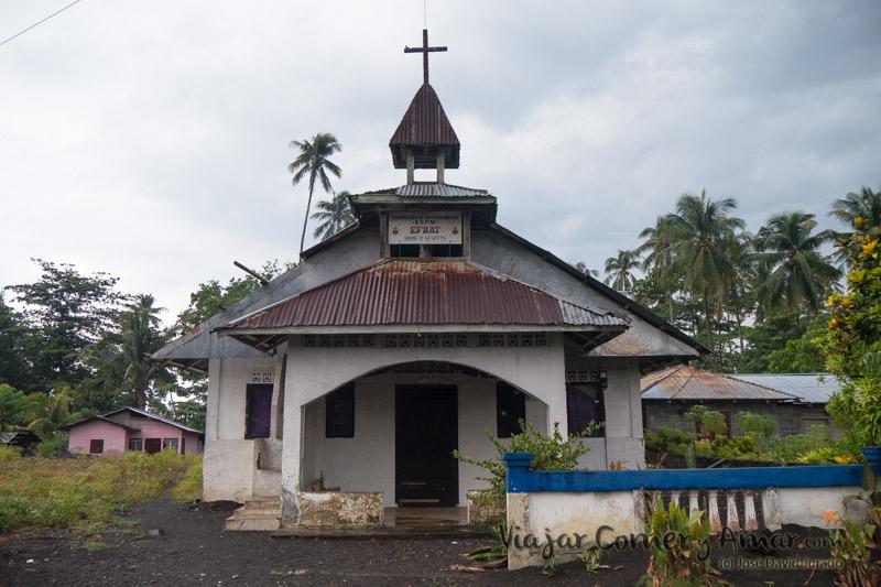 Una de las más de doce iglesias que hay en la calle principal. Son sus centros sociales además de religiosos.