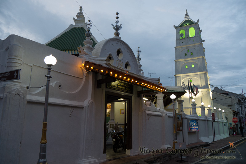 Antiguo fortín portugués reconvertido en mezquita. Estilos británico, portugués y chino.