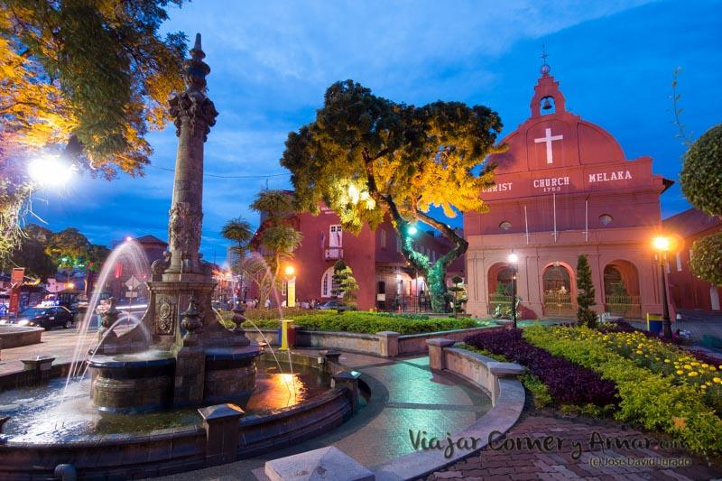 Plaza de la iglesia del Cristo de Melaka.