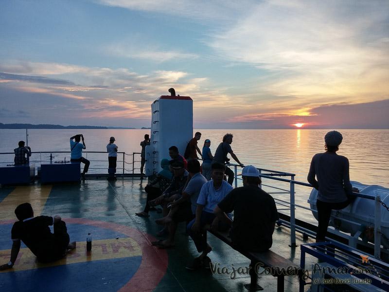 Cubierta superior del ferry Tuna Tomini.