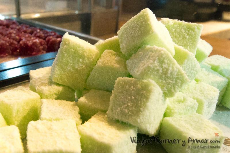 Pastelitos de coco y gominolas de fruta.