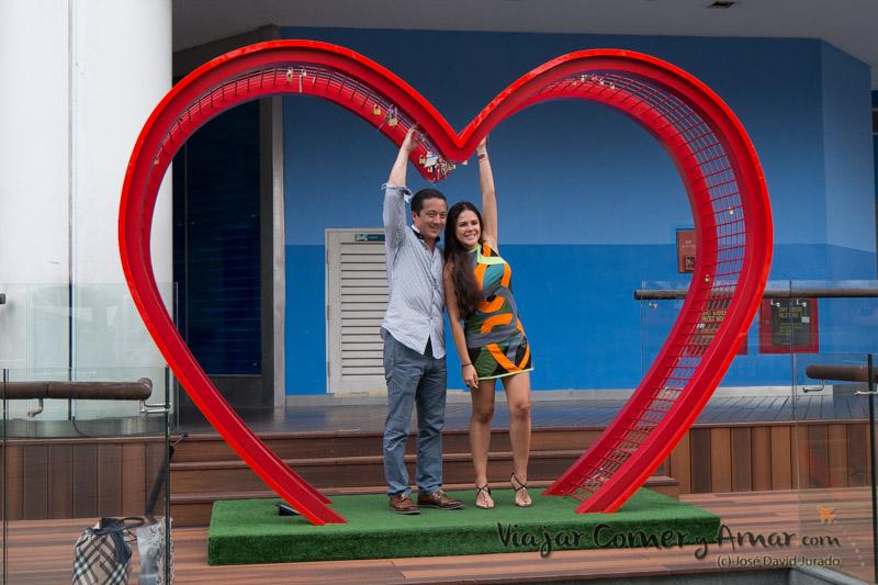 Poco amor en Singapur, por la cantidad de candados que hay...
