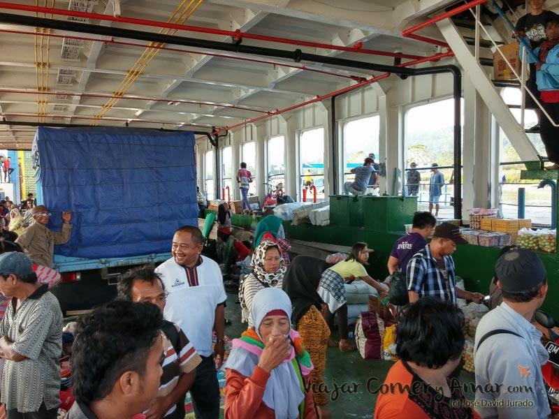 Bodega del barco, donde se transportan los vehículos.