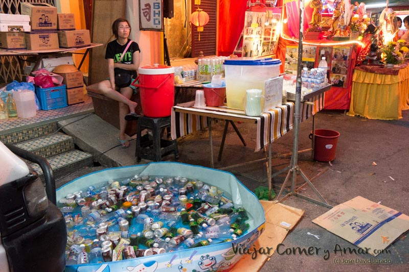 Puestos de bebidas. La piscina Toi para algo tenía que servir... (Penang, Malasia).