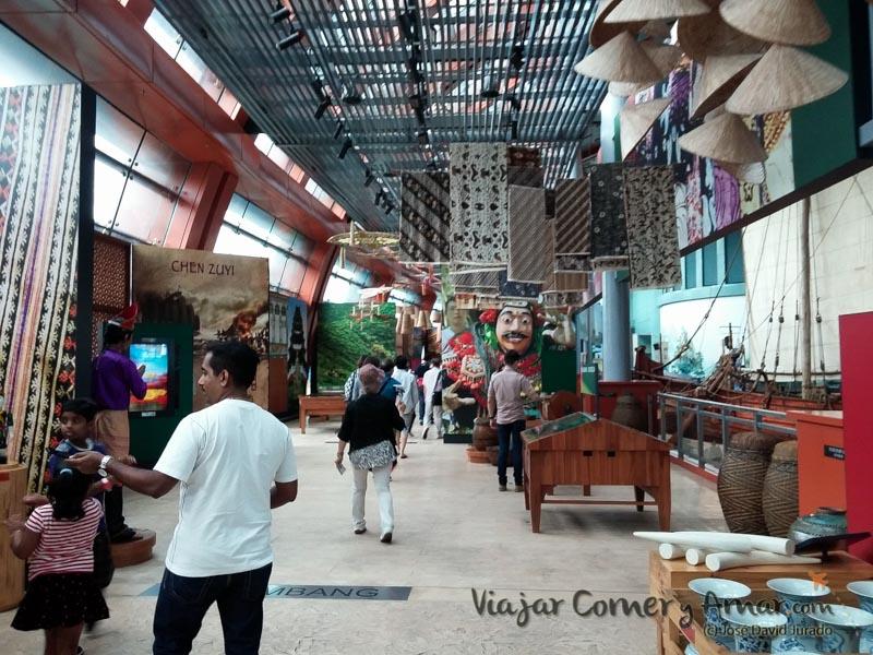 Interior del museo marítimo.