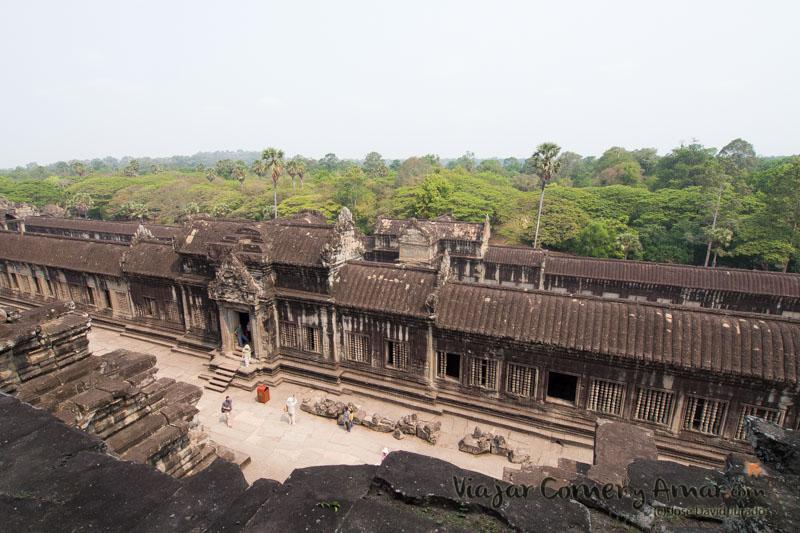 Angkor Wat fue el único templo del recinto que no fue devorado por la jungla ya que se mantuvo ocupado en todo momento.