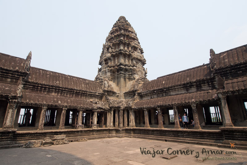Una de las cuatro piscinas centrales del templo. Aun se desconoce su utilidad.