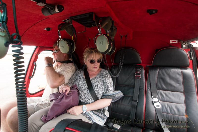 Interior del helicóptero. Cómodo y con aire condicionado.