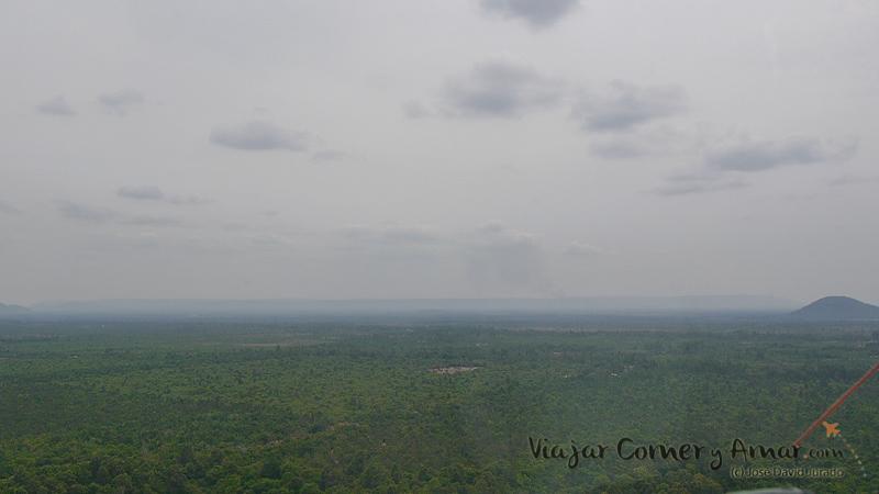 Vistas hacia el norte de Camboya. Jungla.