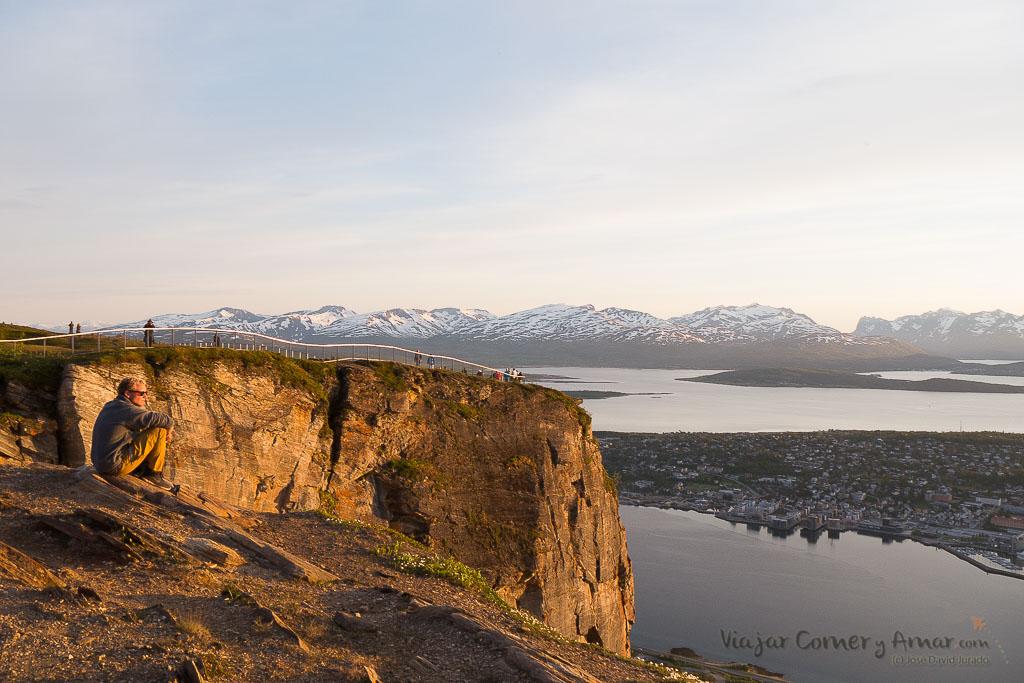 Sol de media noche - Laponia Noruega en verano.