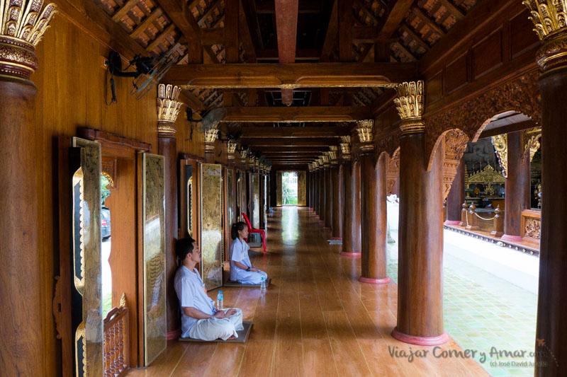 Meditacion-Vipasana-Chiang-Mai-Wat-Rampoeng-Tailandia-TH-P1510070-Viajar-Comer-Y-Amar